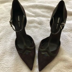 NWT DKNY SUEDE AND LEATHER T-STRAP HEELS